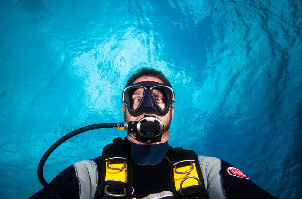 Image by Shutterstock Go Scuba Diving  Men/'s Tee