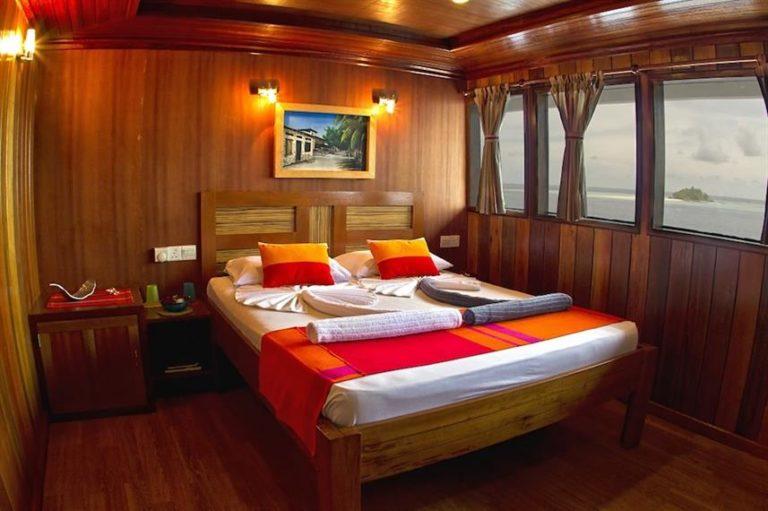 Master cabin aboard the princes rani liveaboard.